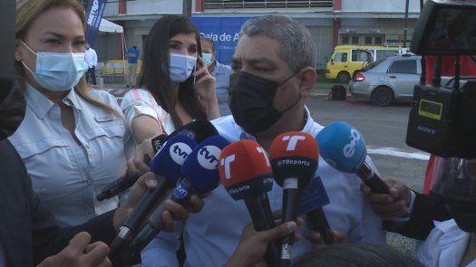 El ministro de Salud de Panamá, Luis Francisco Sucre, y la ministra consejera de Salud, Eyra Ruiz.