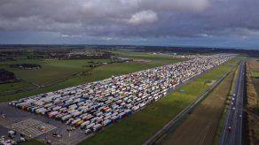 Lenta reanudación del tránsito de carga entre GB y Francia