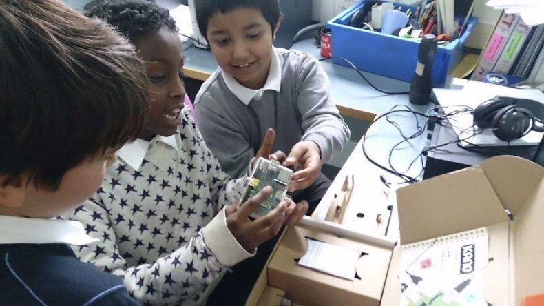 Un joven emprendedor londinense convierte la informática en un juego de niños