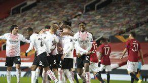Milan sustrae agónico empate 1-1 de visita al United