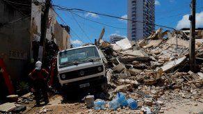 Sube a siete el número de muertos por el derrumbe de un edificio en Brasil