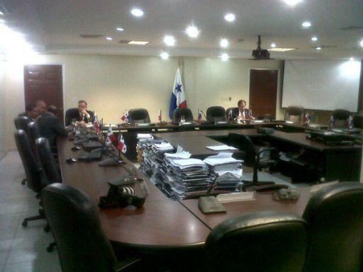 Retrasada inicia reunión entre bancadas por reformas electorales