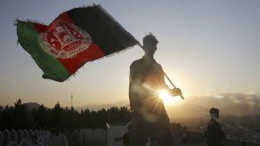Pompeo llama a líder Talibán en pleno escándalo sobre Rusia