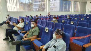 Autoridades del hospital de David reciben a 23 médicos cubanos para reforzar la lucha contra el COVID-19