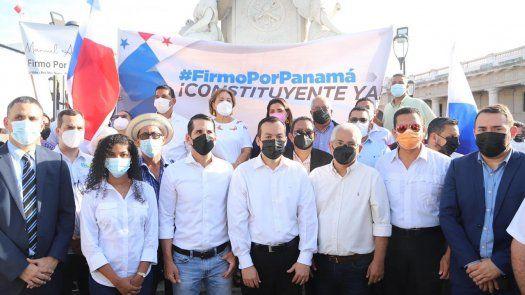 Este movimiento reúne, entre otros, a los presidentes de los partidos opositores Cambio Democrático (CD), Rómulo Roux, y del Partido Panameñista (PPa), José Blandón, y al Colegio Nacional de Abogados, liderado por Juan Carlos Araúz.