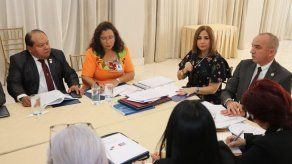 Autoridades panameñas y cubanas se reúnen para discutir temas migratorios
