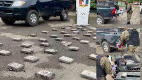 El policía viajaba en un pick up con doble fondo, donde había más de 100 paquetes de droga.