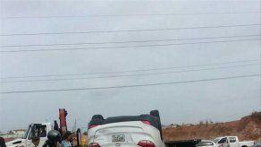 Vehículo se volcó en autopista Arraiján-La Chorrera