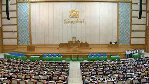 El partido de Aung San Suu Kyi toma las riendas del parlamento birmano