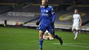 Leicester golea 4-1 a un Leeds en crisis y se coloca segundo