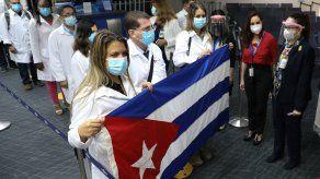 Más de 200 médicos especialistas cubanos llegaron a Panamá en diciembre de 2020.
