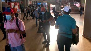 Minsa verifica señalizaciones y entrega kits de protección a viajeros en Terminal de Albrook