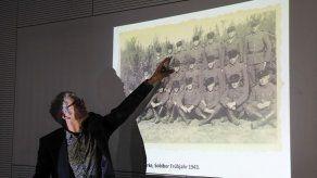 Presentan colección de fotos de campo de exterminio nazi