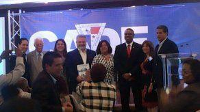 Partidos políticos y figuras independientes se comprometen con Colón