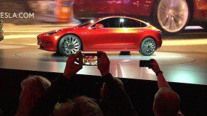 Tesla sorprendida por enorme demanda de nuevo sedán eléctrico