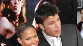 Sale a la luz un viejo vídeo de Jennifer Lopez y Ben Affleck besándose en un jacuzzi
