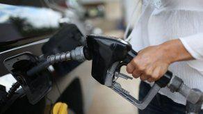 Precios del combustible bajarán a partir de este viernes