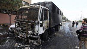Catorce muertos tras estallar un camión que transportaba gasolina en Egipto