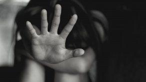 El hombre de 51 años cometió mediante violencia actos libidinosos y obtuvo acceso sexual con sus hijastras.
