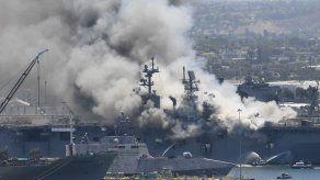 Veintiún heridos al incendiarse buque militar en San Diego