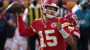 Los campeones Chiefs buscan vengar derrota ante Raiders
