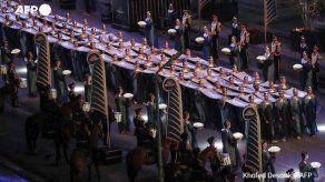 Momias de reyes y reinas recorren El Cairo en un gran desfile faraónico