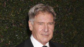 A Harrison Ford le niegan la entrada en un pub londinense