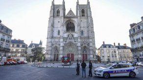 Un hombre detenido tras incendio en una catedral en Francia
