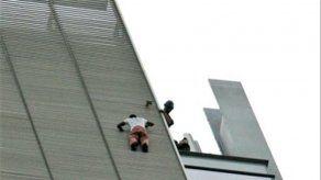 Dos escaladores escalan por separado edificio en Manhattan