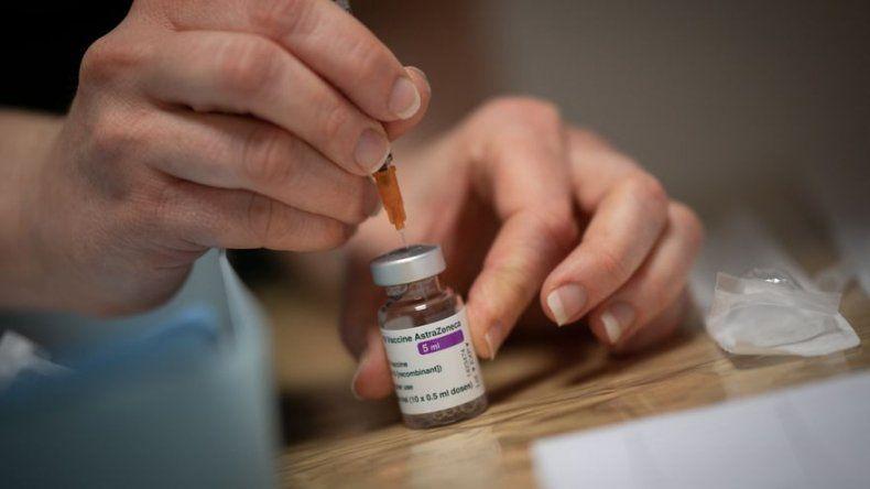 Holanda suspende inyecciones de AstraZeneca para menores de 60 años
