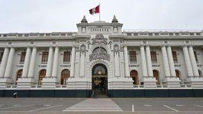 Desinformación e indiferencia tiñen la campaña más fría al Congreso de Perú