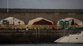 España desmantela campamento de migrantes en Islas Canarias
