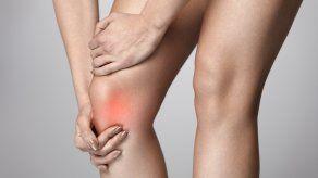 ¿Se te hinchan las rodillas? ¿Cuáles podrían ser las causas?