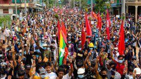 Cerca de 90 muertos en nueva jornada de represión militar en Birmania