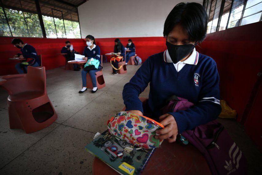 Estudiantes de la Unidad Educativa Agropecuaria Eduardo Salazar Gómez regresan a clases presenciales