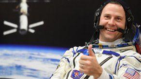 Putin condecora a un astronauta estadounidense