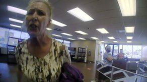 Ordenan detención de mujer que rechazaba cubrebocas en Texas