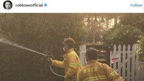 Rob Lowe se convierte en un bombero improvisado para salvar su casa de las llamas