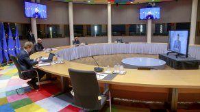 UE estudia controles más estrictos de exportación de vacunas