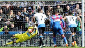 Newcastle gana y sale de la zona de descenso