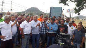 Camioneros protestan en contra de la ley que regula el transporte de carga por carretera