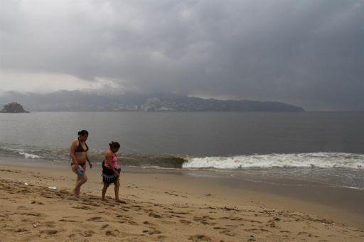 Bárbara toca tierra y causa la primera muerte en el sur de México
