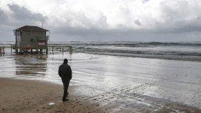 Israel previene bañarse en el Mediterráneo tras grave vertido de petróleo