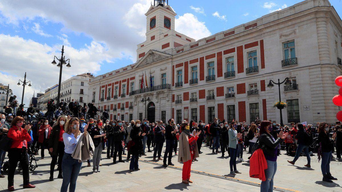 Las manifestaciones por el 1 de mayo volvieron a recorrer las calles después de que el año pasado no pudieran celebrarse por la pandemia, pero lo hicieron de forma atípica por la limitación de participantes y con una inusual presencia de representantes del Gobierno.