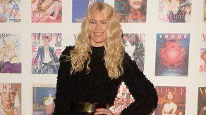 Claudia Schiffer rememora el genio creativo de Karl Lagerfeld