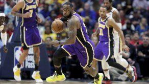"""Con """"triple-doble"""" de LeBron Lakers superan a Pelicans"""