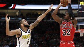 Pacers superan a Bulls con triple de Oladipo en tiempo extra