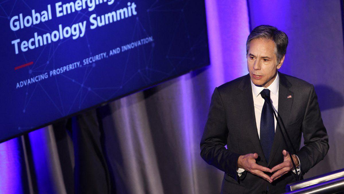 El jefe de la diplomacia estadounidense Antony Blinken señaló que se buscarán reglas globales para evitar el uso indebido de la inteligencia artificial (IA).