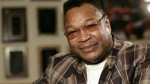 Exboxeador Larry Holmes sale de hospital