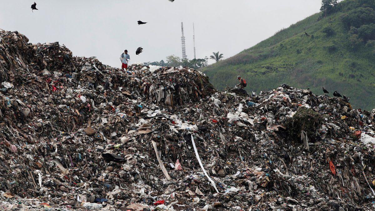 Urbalia tiene entre sus responsabilidades controlar y segregar toda la basura que entra al relleno.